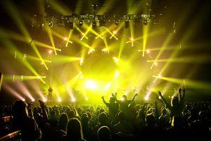 1377388237_brit-floyd_crowd_2011